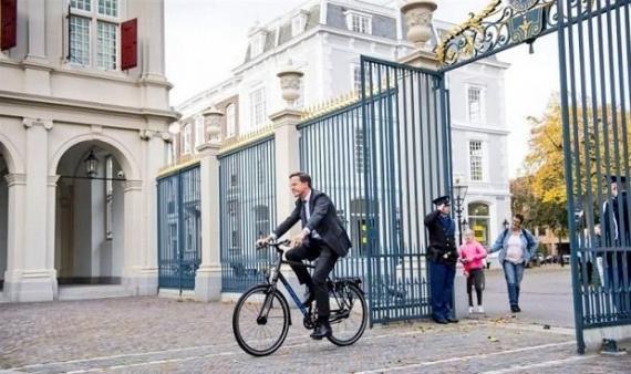 Premier Holandii przyjeżdża poinformować króla o utworzeniu rządu