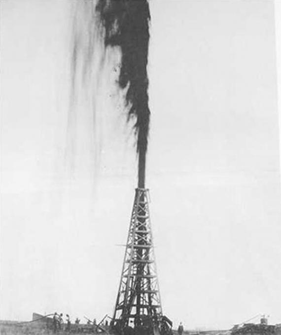 Szyb naftowy z Teksasu z początku XX w.