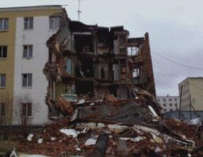 Budynek zniszczony przez rozmarzanie gruntu